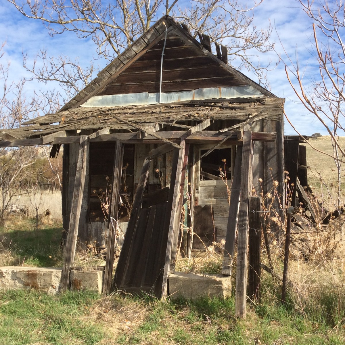 Wooden buildings and shacks exist in a state of arrested decay and add to the ghost town aura of Hornitos. If spirits remain, this house seems to be available for occupancy.