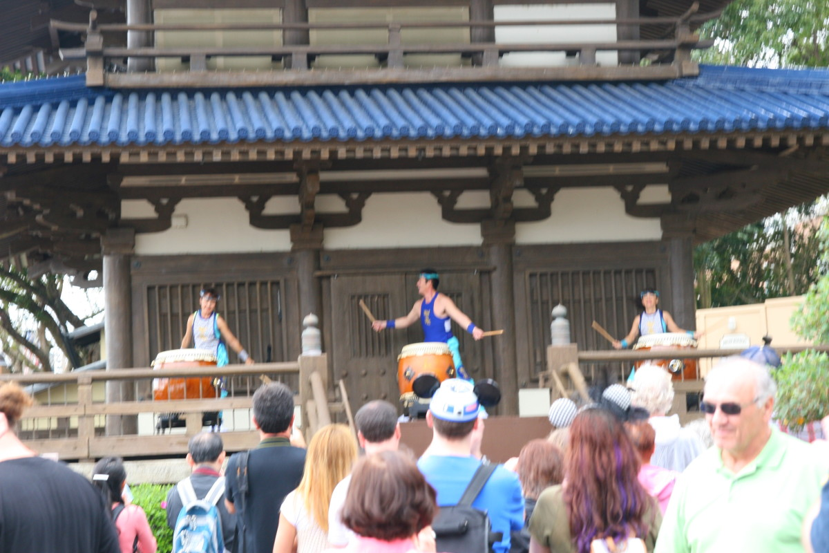 Watching the drummers perform in Japan is entertaining, even for small kids.