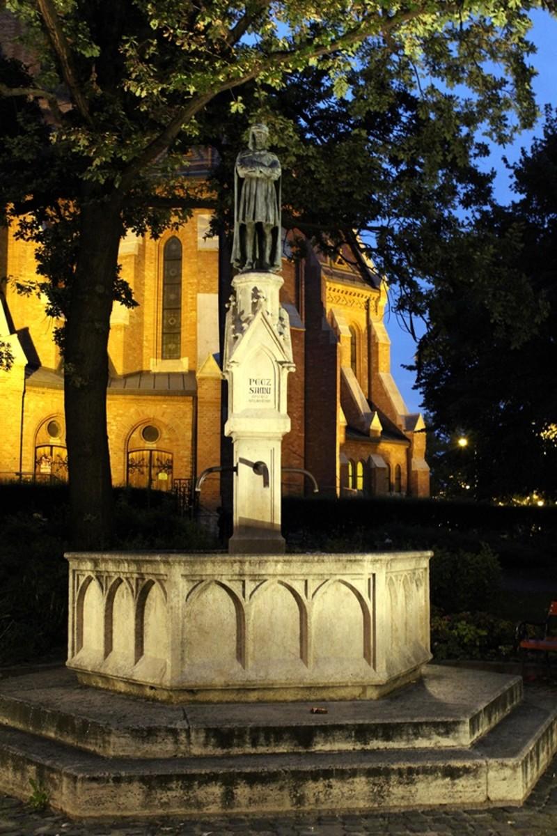 The statue of Samu Pecz