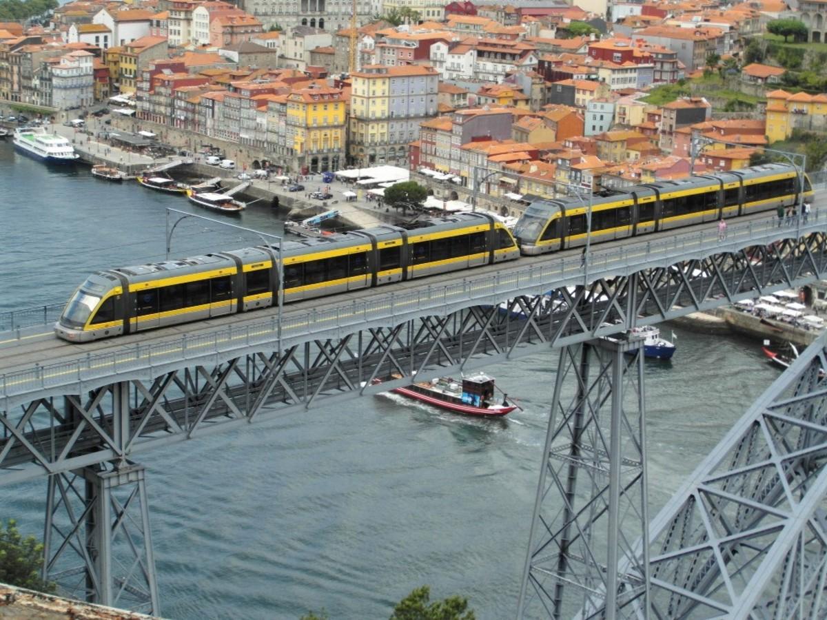 The Metro On Ponte de Dom Luis 1.