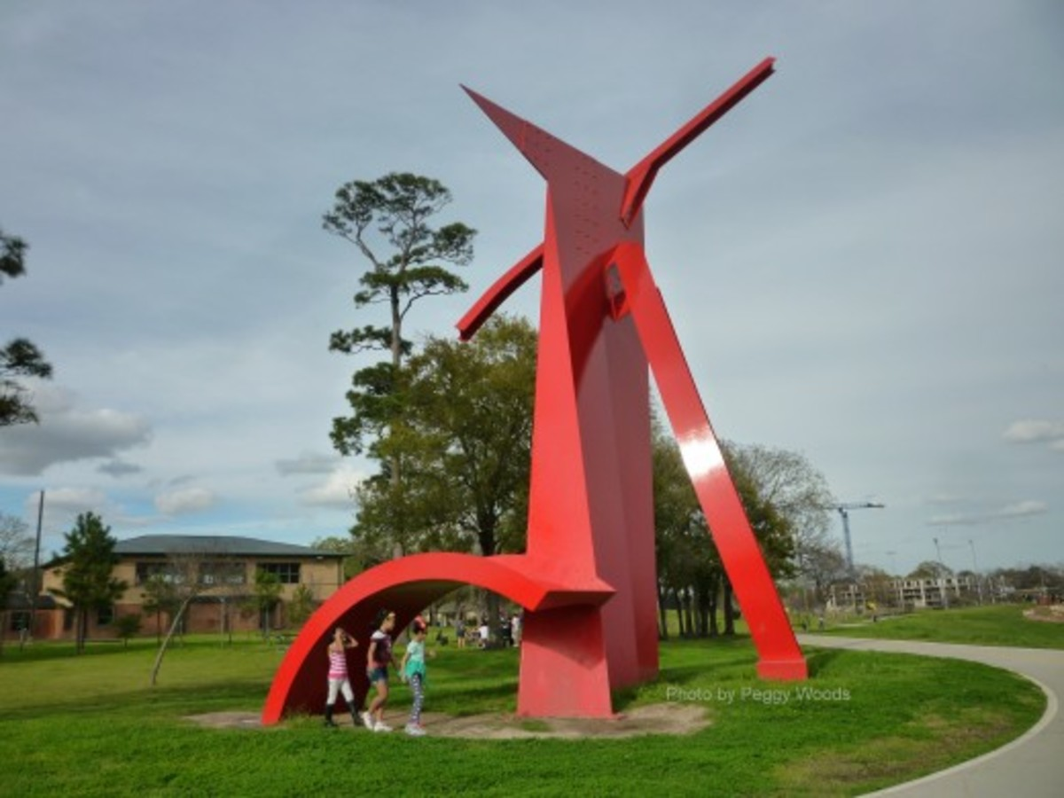 """Houston"" sculpture photo with kids"