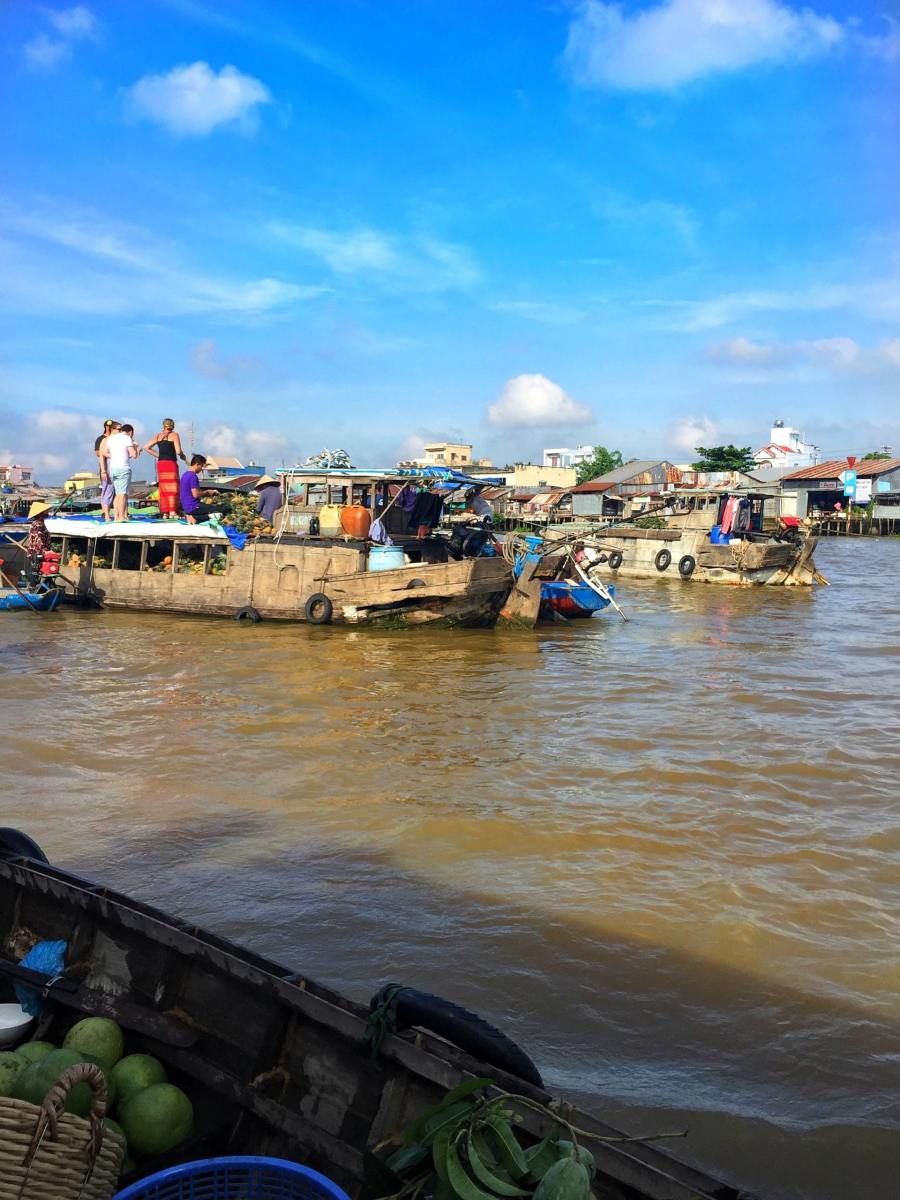 Nowadays, this market is disappearing little by little as local people move onshore to live; however, the local government is putting a great deal of effort into maintaining the floating market.