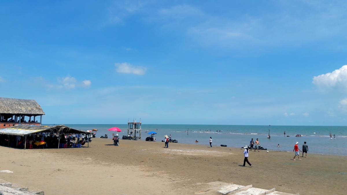 Thanh Phu is a famous beach here in the West