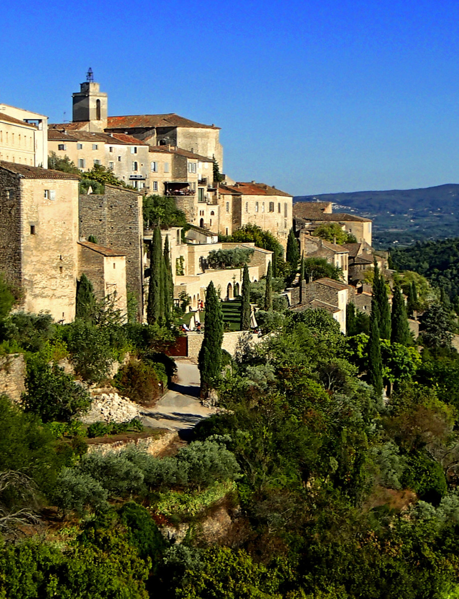 Surrounded by mountains and hills, Gordes is the most impressive perched village of Provence.