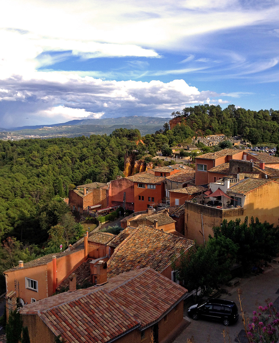 Rousillon is surrounded by the lush pine forests of Luberon Regional Natural Park.