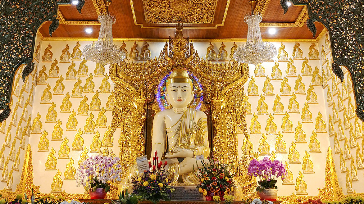 While not as ornate overall as the Buddha Tooth Relic Temple, the main altar of Maha Sasana Ramsi is still a spectacle to behold.