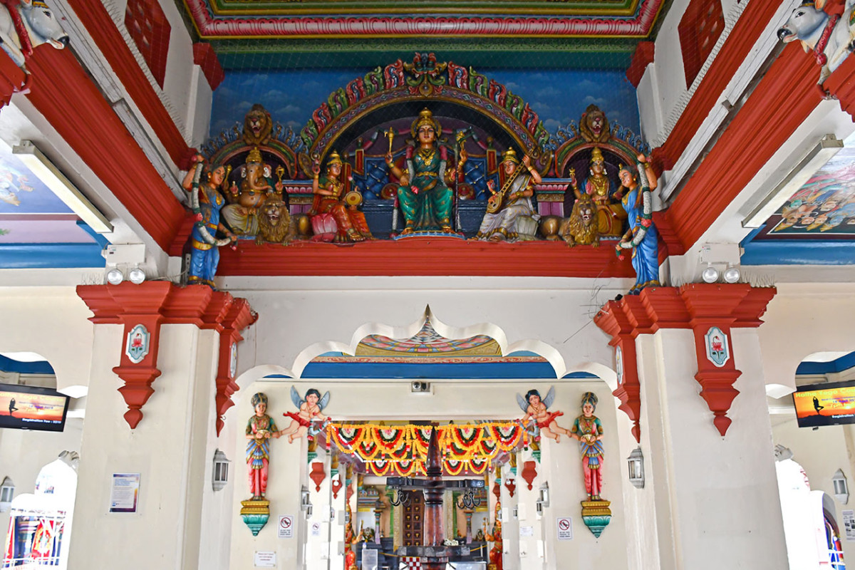 Sri Mariamman Temple is one of the easiest Singaporean Hindu temples to visit. Visitors interested in Hindu mythology would also be fascinated by the many statues within the compound.