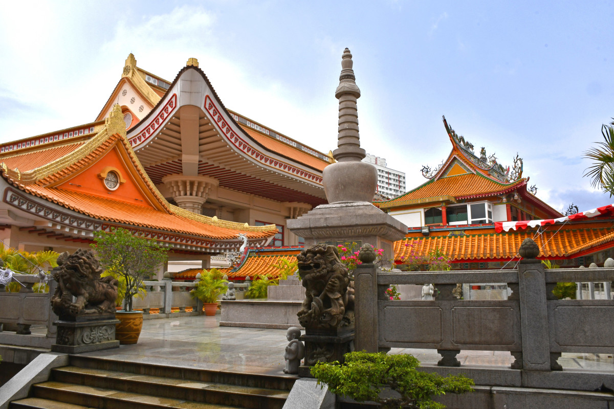 One of the largest Buddhist temples in Singapore, Kong Meng San Phor Kark See Monastery features an absolutely eclectic mix of Buddhist architectural styles, with over ten independent structures.