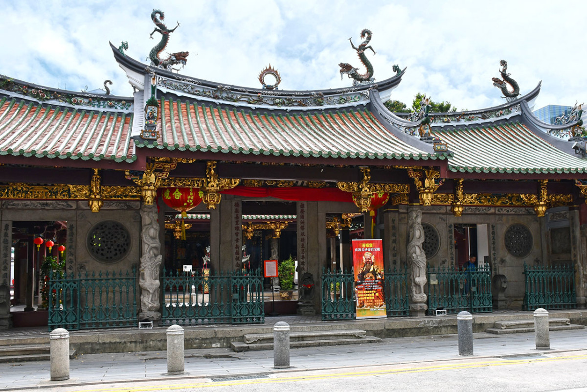 The oldest Chinese temple in Singapore, Thian Hock Keng used to face the sea till reclamation works in the 1880s.