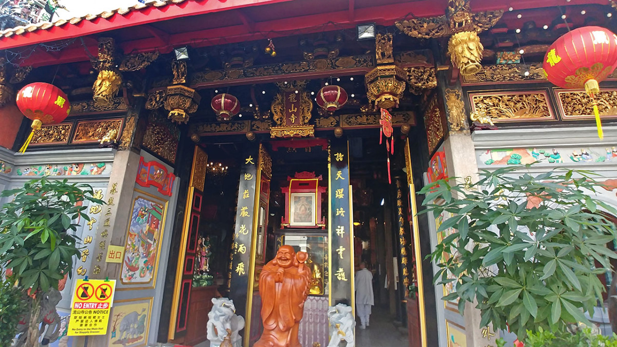 While small, Leong San See is filled to the brim with beloved Buddhist and Taoist divinities.