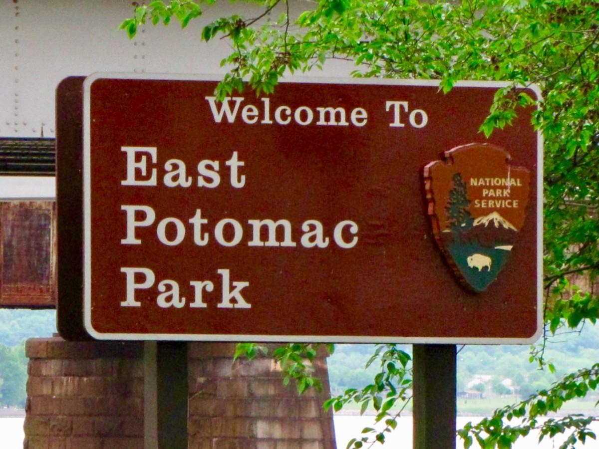 NPS Parking at East/West Potomac Park.