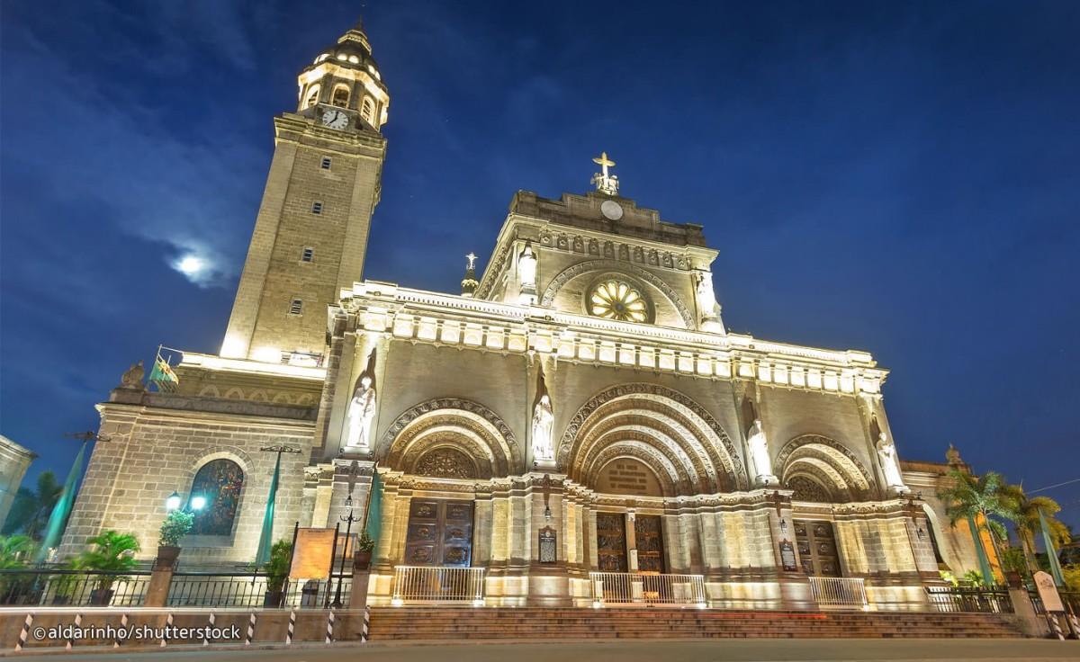 Manila Cathedral Lights Up at Night