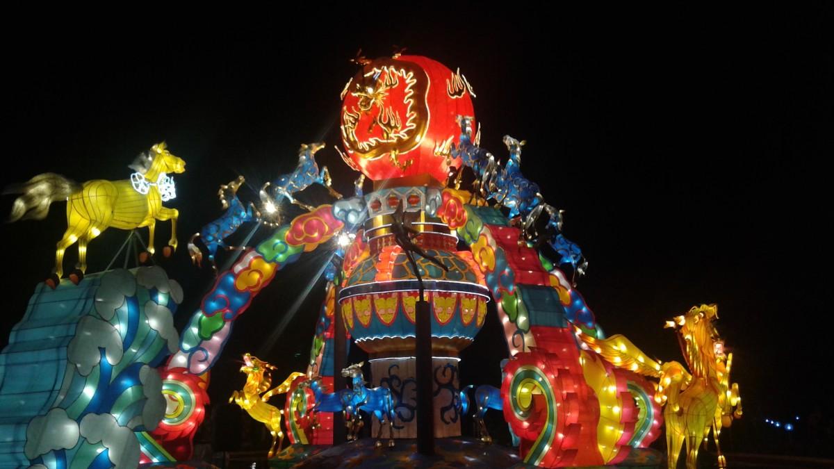A past lantern installation at the Missouri Botanical Garden's Chinese lantern festival.