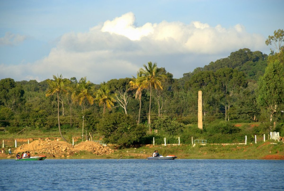 Yelagiri Lake on a sunny day