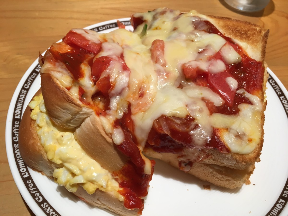 An egg sandwich, covered in pizza topping, this dish from a well-known café in Nagoya serves a very 'volumy' sandwich
