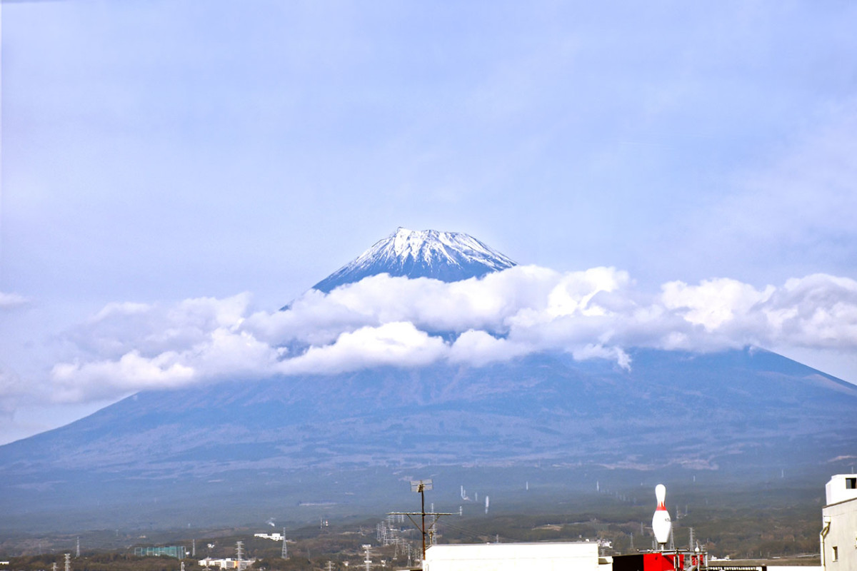 Mount Fuji from the Tokaido Shinkansen. Some travel books say Mount Fuji only reveals herself to you when she's in the mood. It is true.