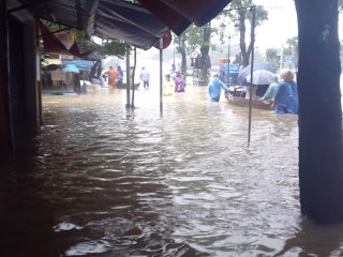 Flooding in Hoi An. At times, we didn't know where the street ended and the river began.
