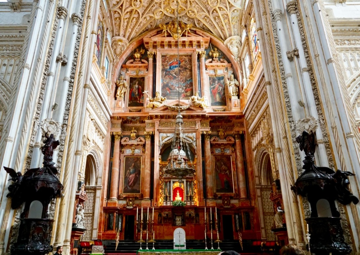 The cathedral located in the center of the Mezquita
