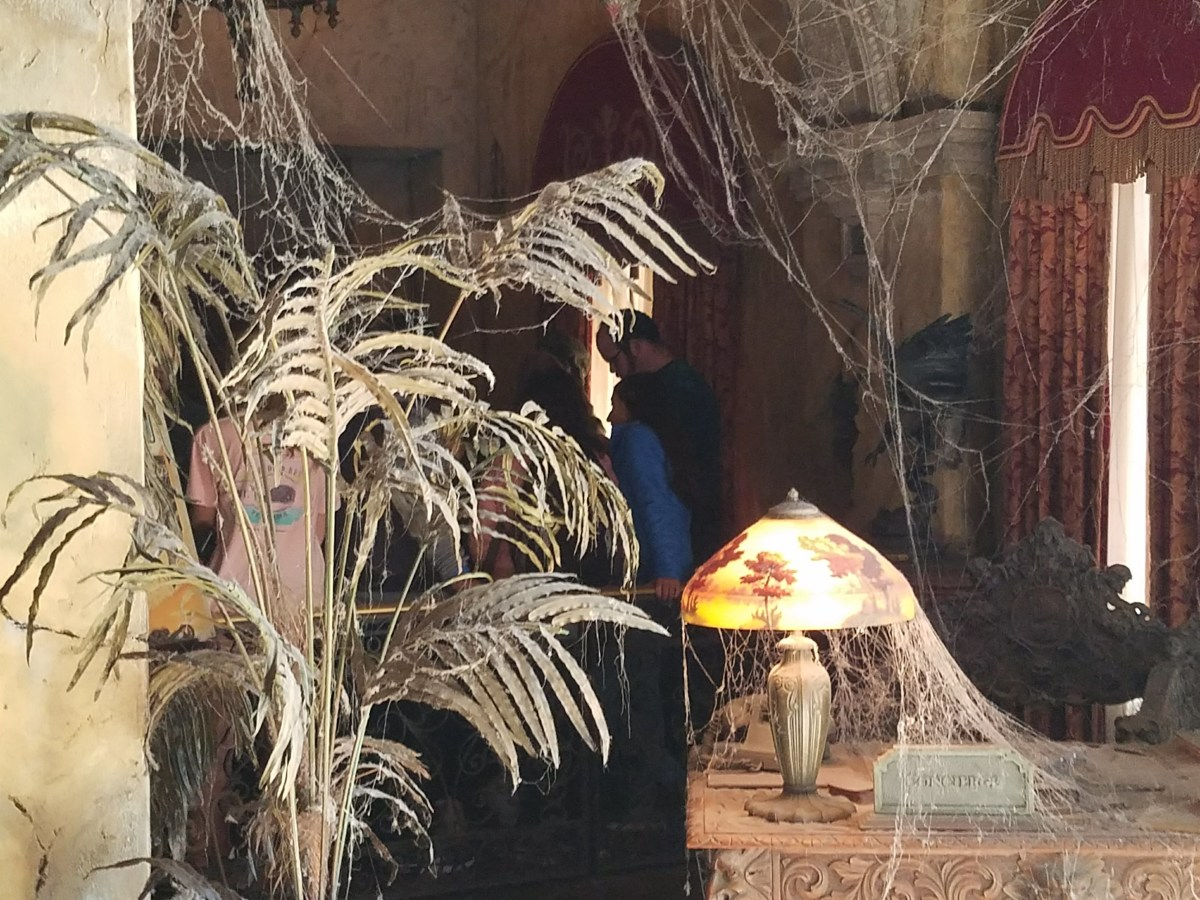 Erie Props in Tower of Terror Ride