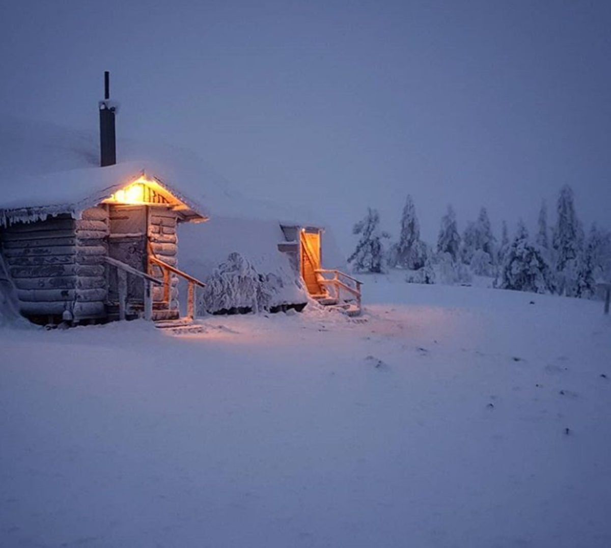 The welcoming visitor's cabin.