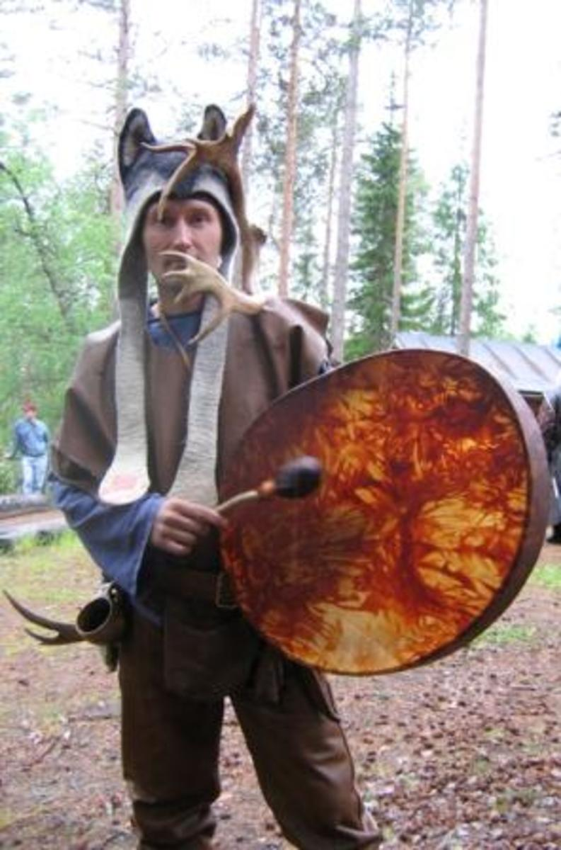 Sámi noadi and drum.