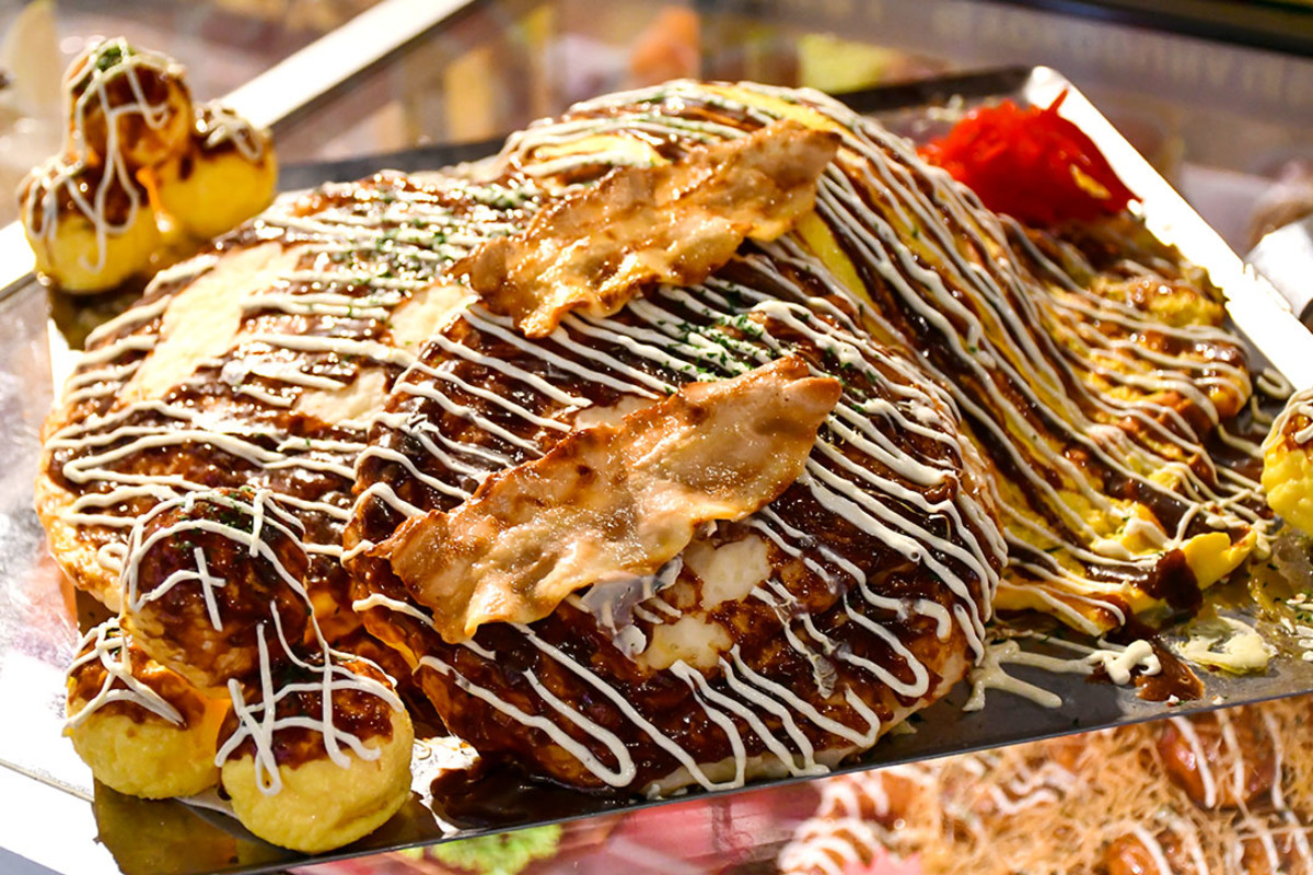 An Okonomiyaki with Takoyaki platter. (It's a plastic food sample, of course)