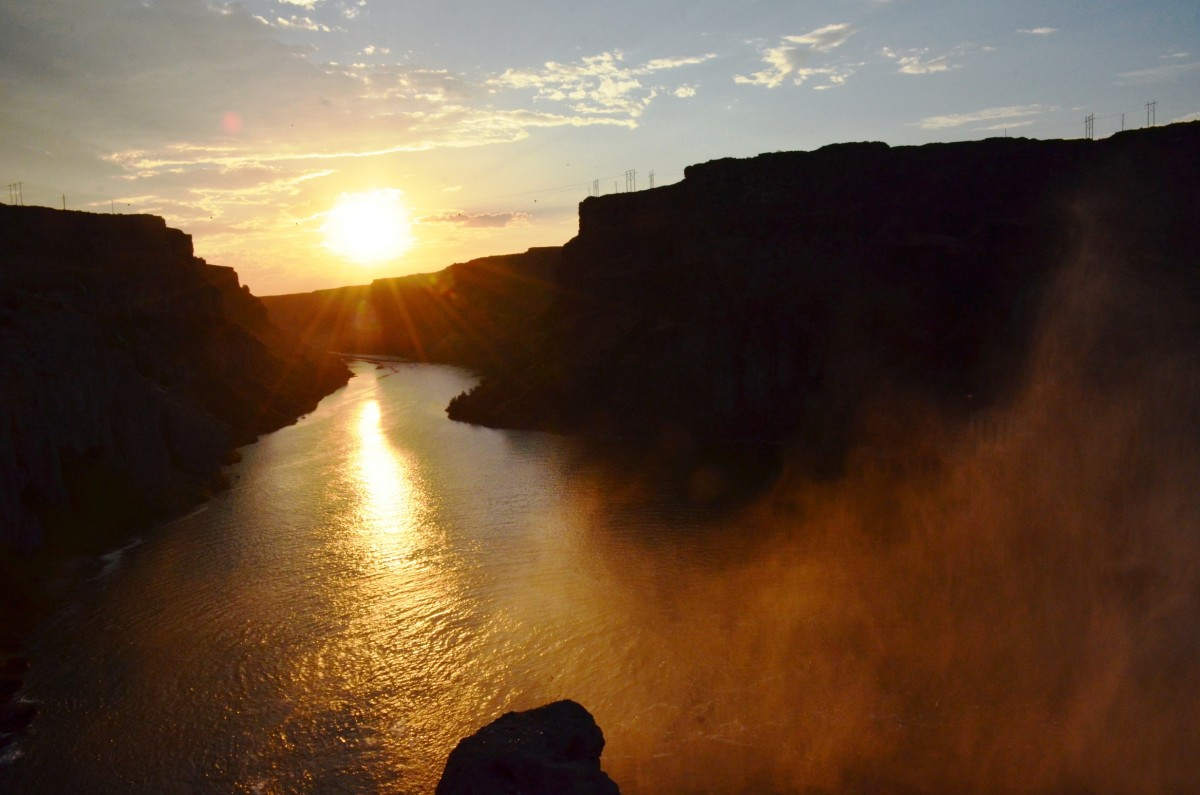 Sunset at Shoshone Falls in Shoshone Falls State Park in Twin Falls, Idaho