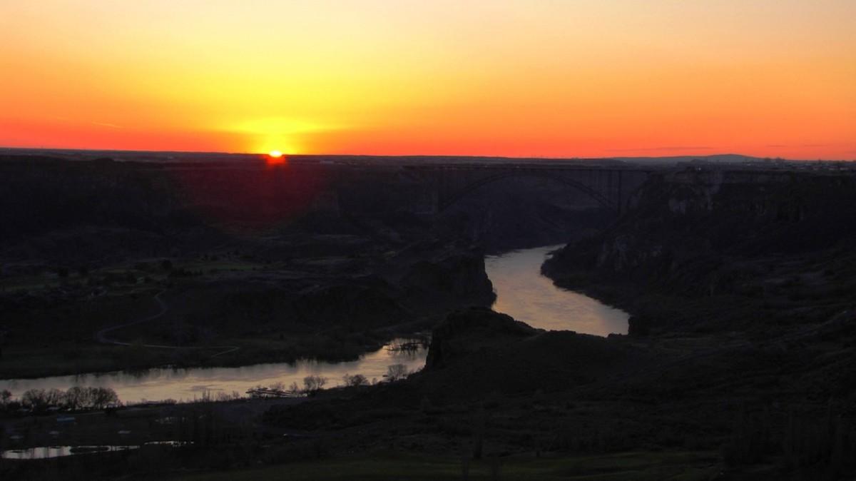 Sunrise in Snake River Canyon near Twin Falls, Idaho