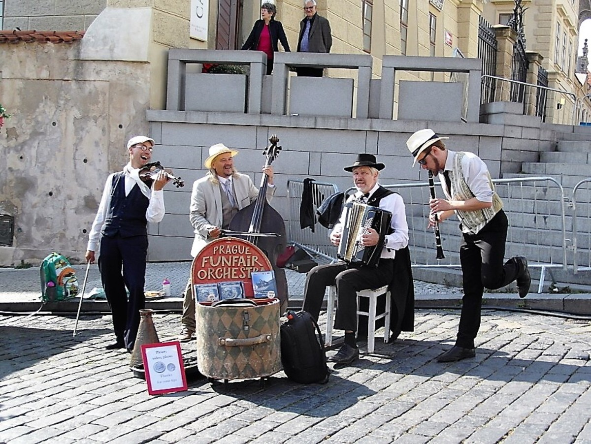 Musicians on Hradcanske Namesti