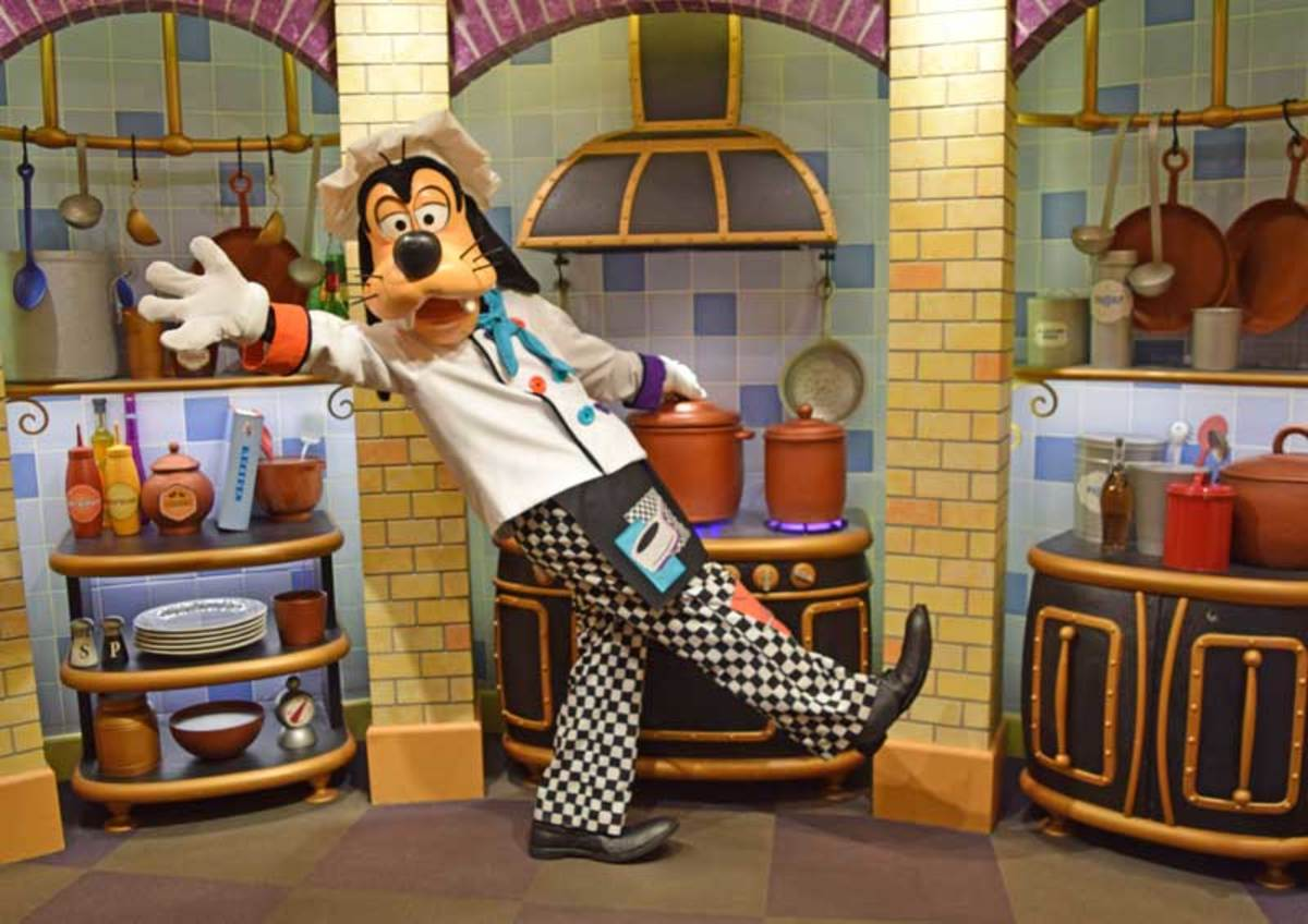 Goofy always greets his customers at Goofy's Kitchen