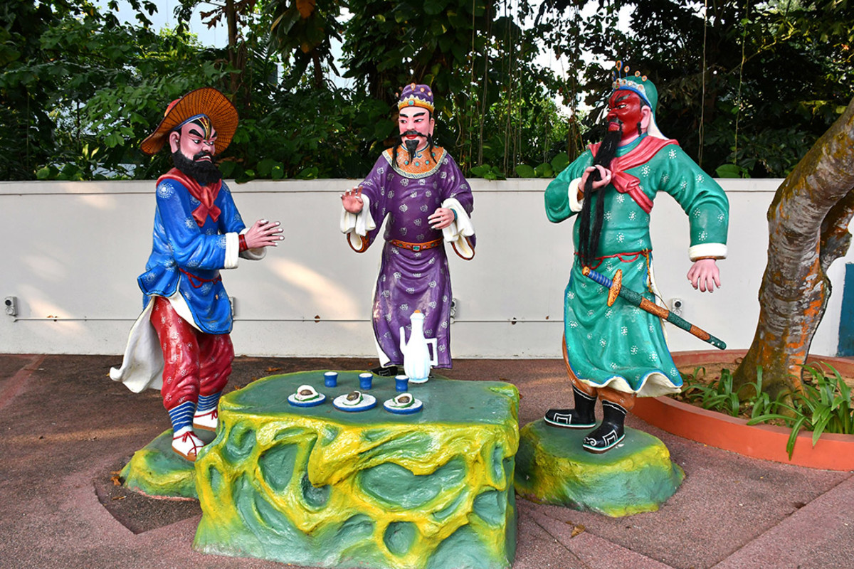 """Liu Bei, Guan Yu, and Zhang Fei. The most legendary """"band of brothers"""" in Chinese history."""