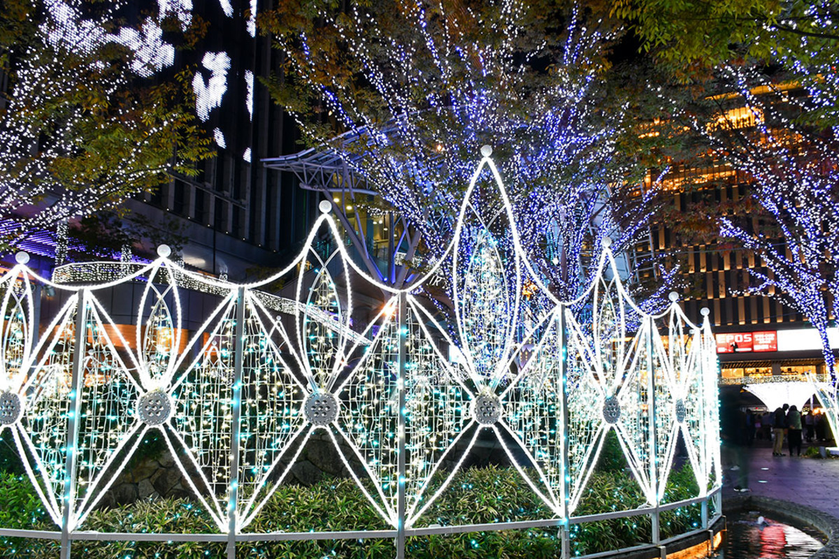 Spectacular light art installations were the main attraction of the Christmas market at Hakata Station.