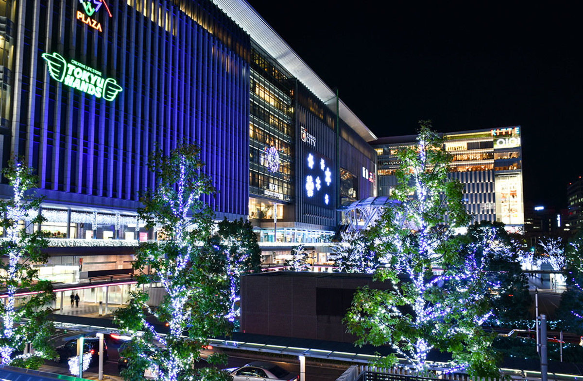 Dazzling Christmas trees were everywhere, transforming Hakata Station into a winter wonderland.