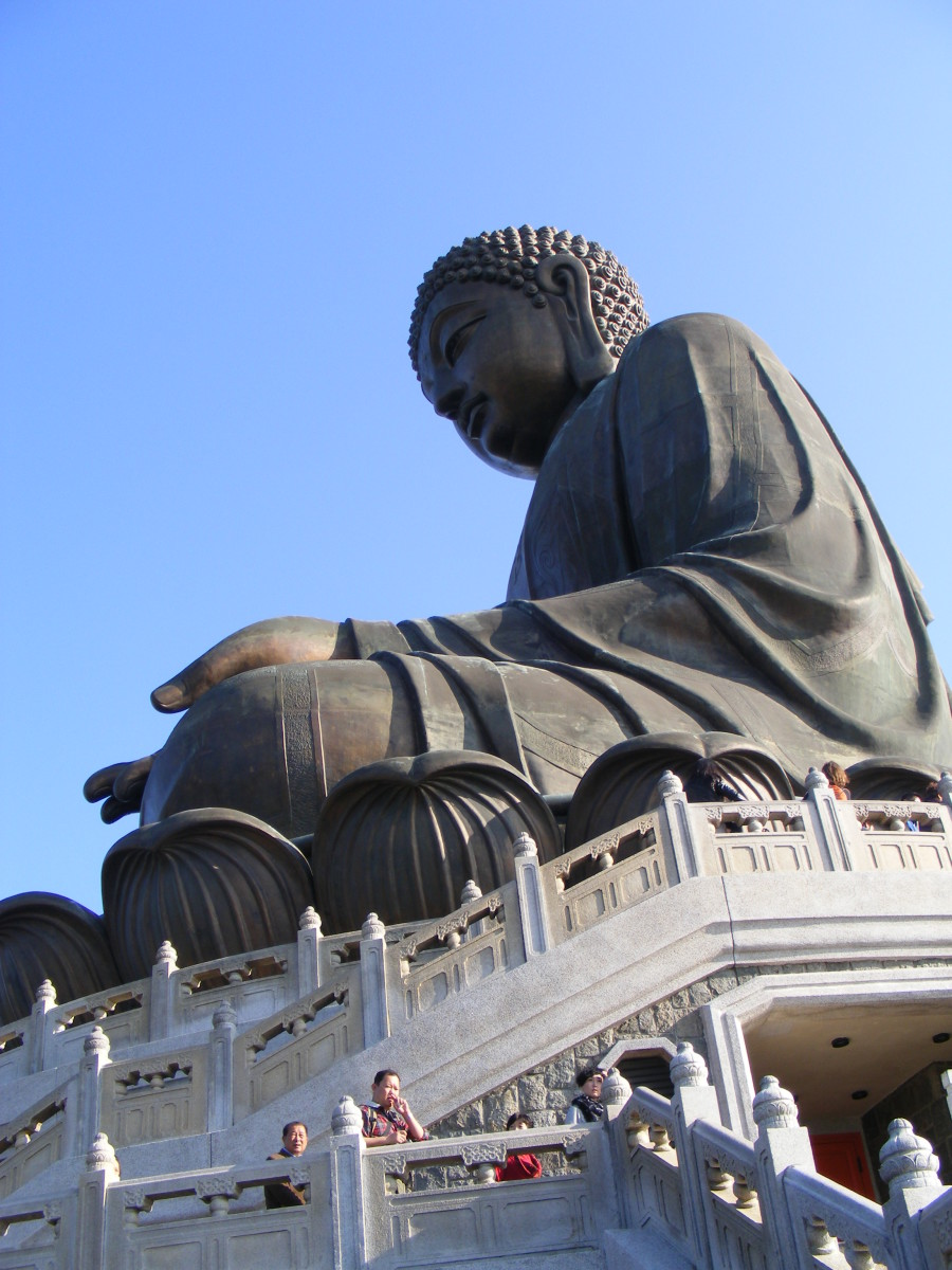 The Tian Tan Buddha symbolises the harmony between man and nature, people and faith.