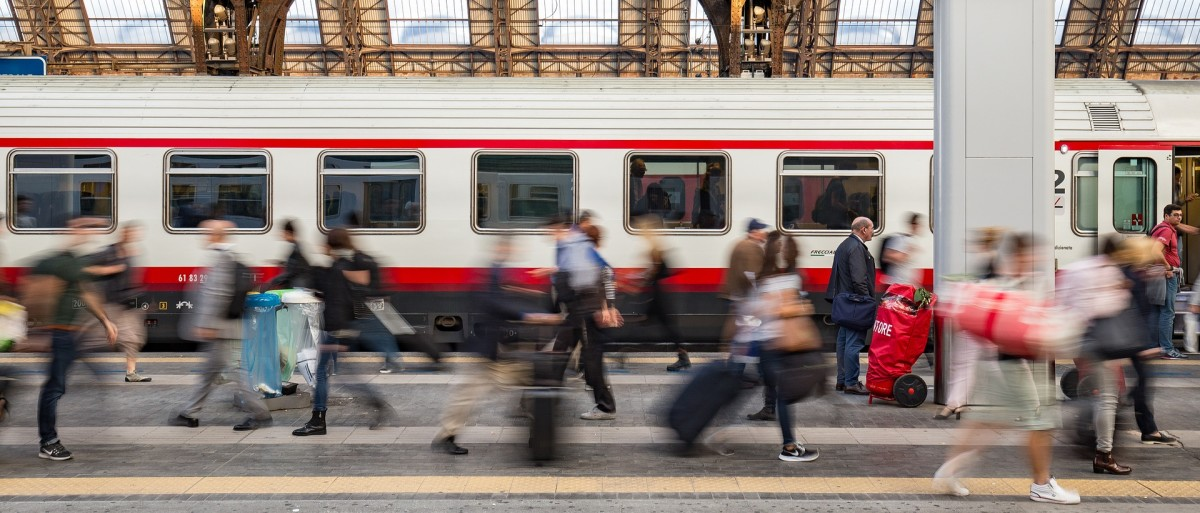 Italian railway stations, like all stations, can often be crowded.