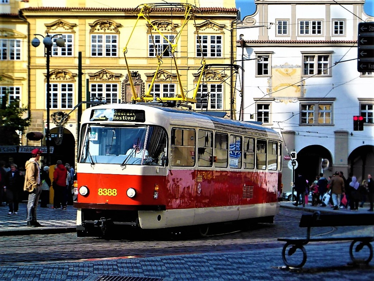 The lower side of the square is a busy tramway.