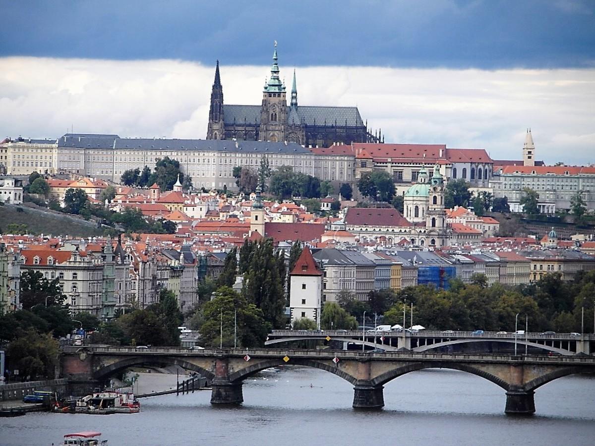 Spot Mala Strana between Prague Castle and the River Vltava.