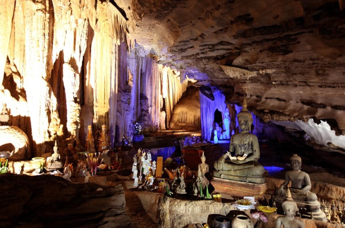 Inside Pak Ou Caves (Luang Prabang)