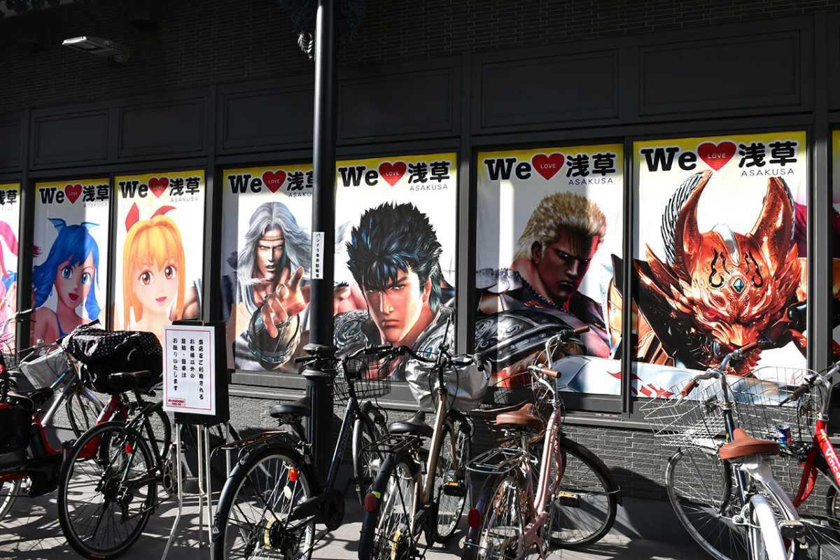 I didn't expect to see Hokuto no Ken's Kenshiro next to Sensō-ji Temple.