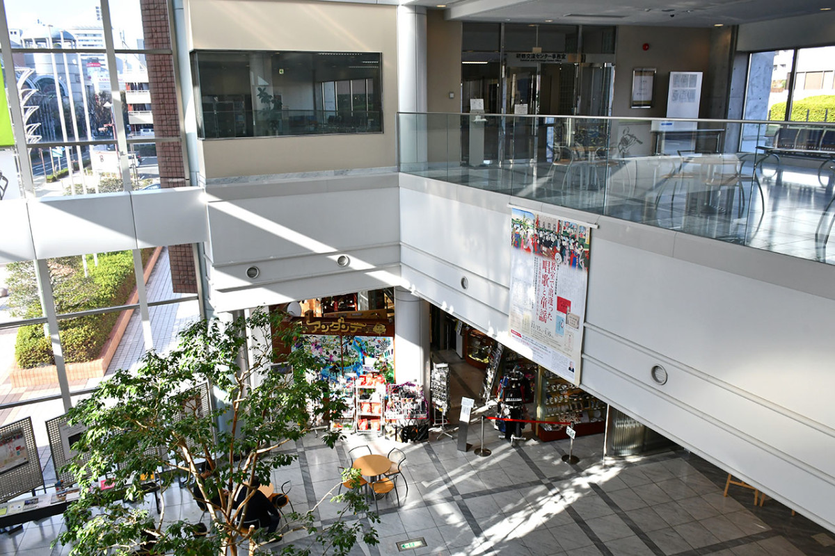 The overhead walkway from Hamamatsu Station leads directly to the second floor of Hamamatsu's most famous museum.