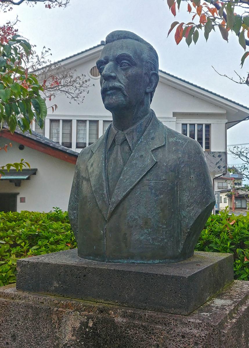 Hearn also goes by his Japanese name of Koizumi Yakumo.