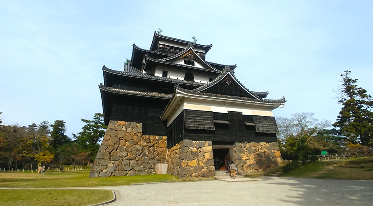 "Matsue Castle is the symbol of Shimane Prefecture. It is also sometimes referred to as the ""black castle."""