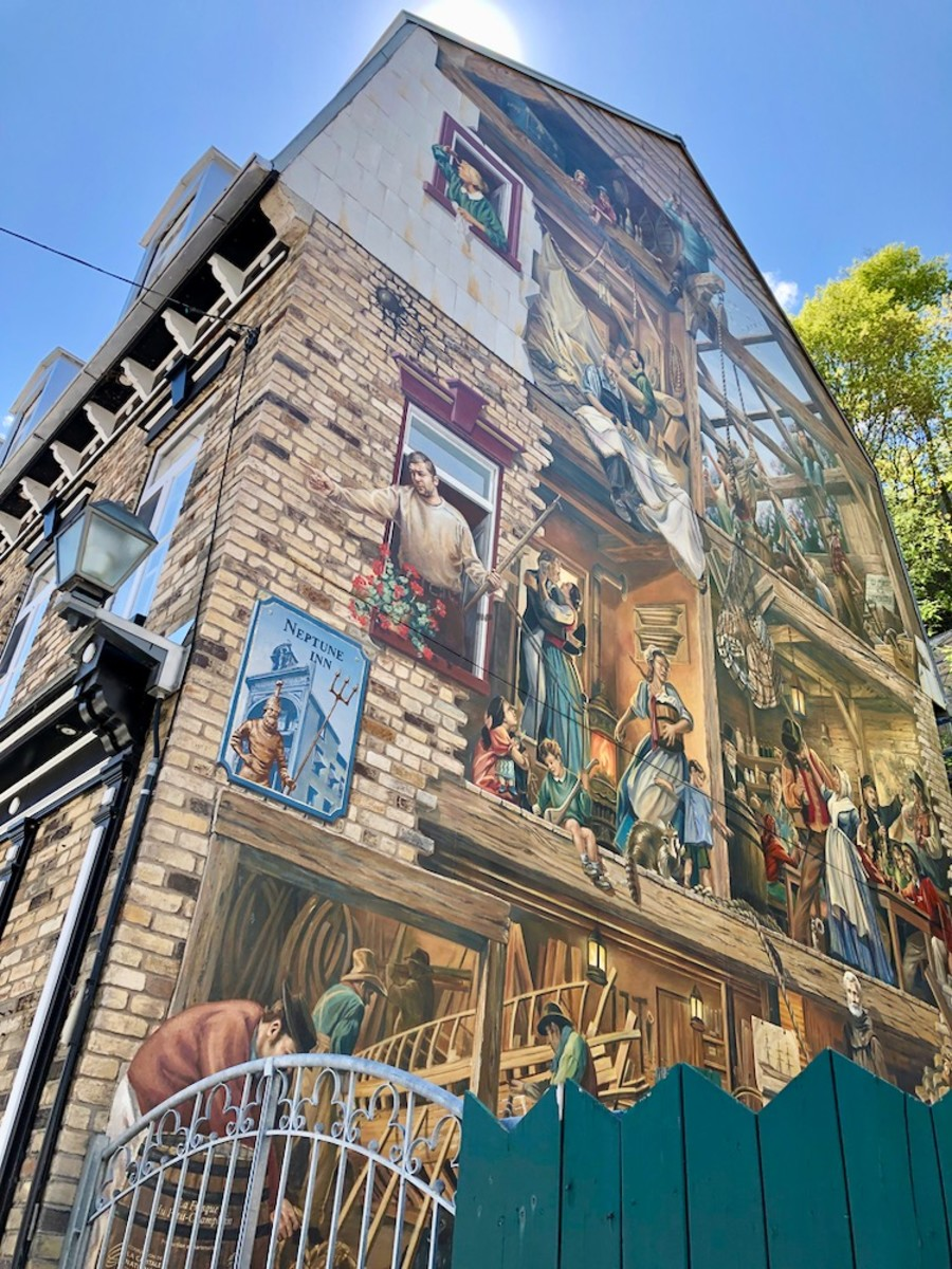 This mural depicts the old days in Le Petit Champlain.