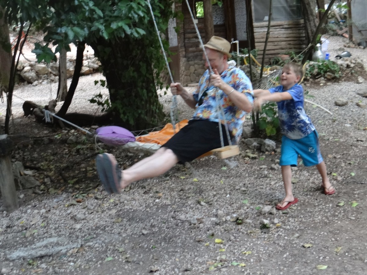 Cirali Homestay is popular with families, nature lovers, and free spirits.