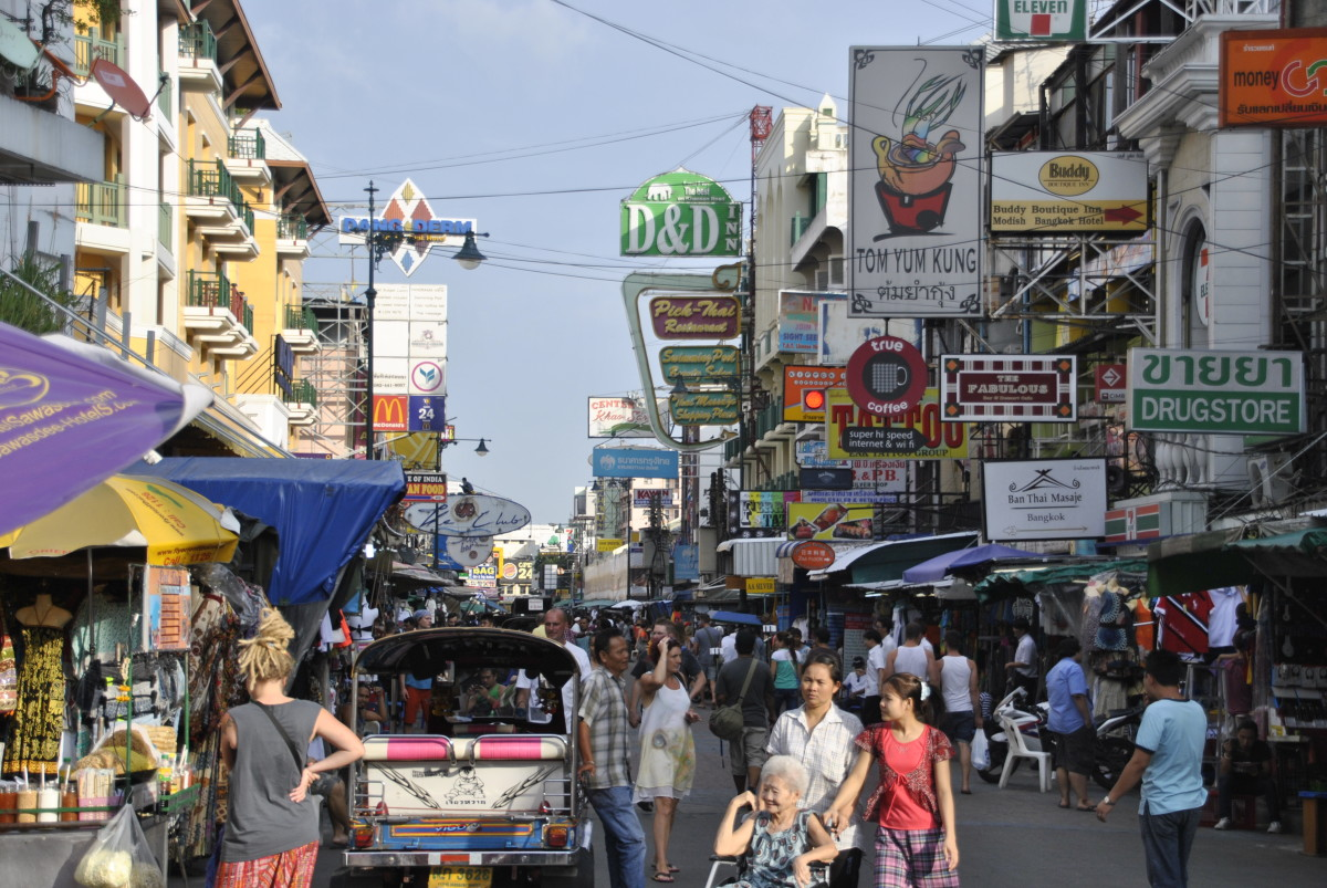Khaosan Road in Bangkok is one of the best places to get crazy cheap, crazy good street food as a backpacker!