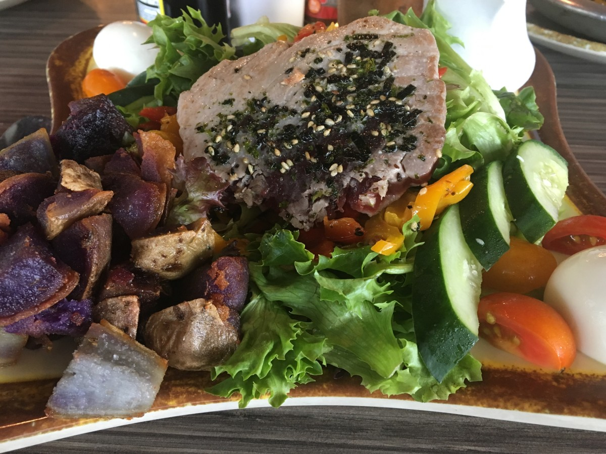 Seared Ahi Salad from the Highway Inn