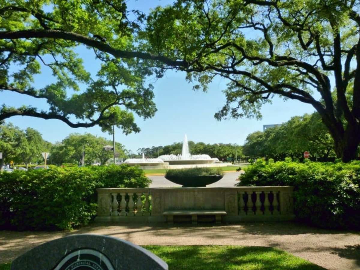 View from the front yard of MFAH looking towards Mecom Fountains