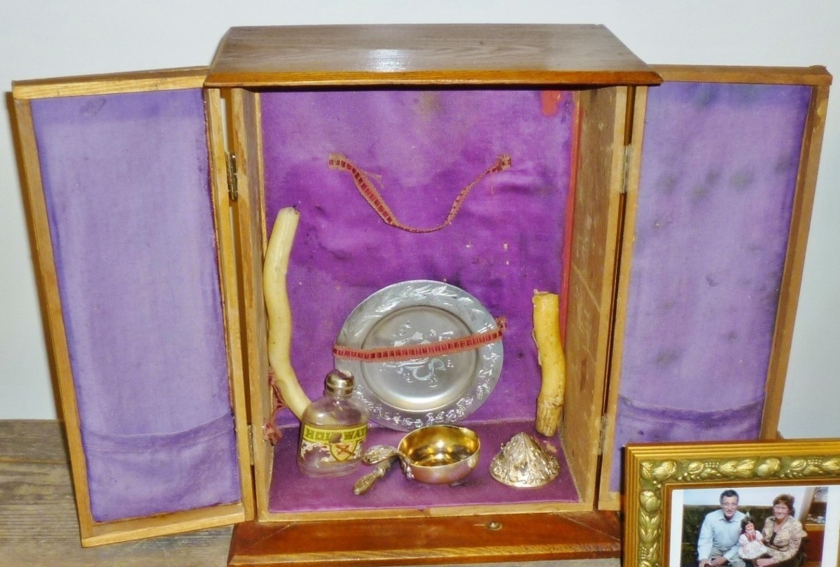 Box with items to perform the Holy Eucharist at the Czech Center Museum