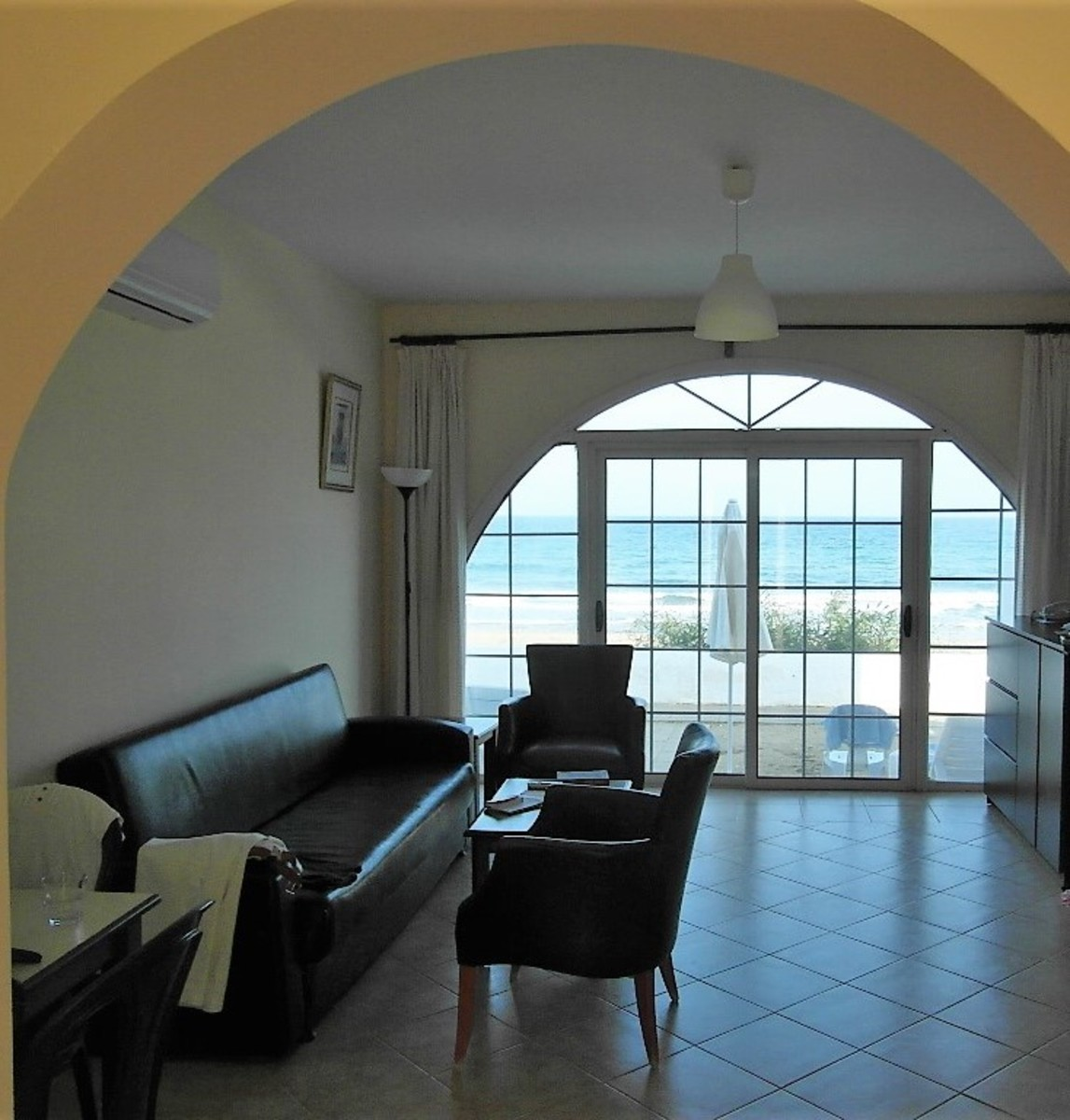 Light and spacious lounge.