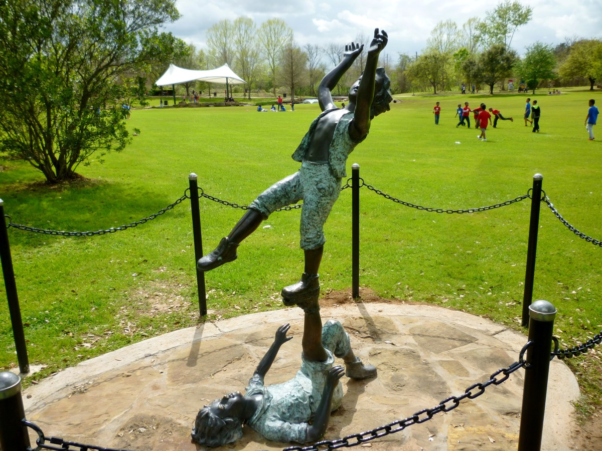 Balancing Kids Sculpture